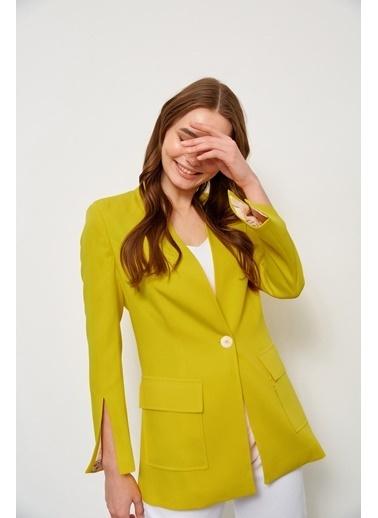 Setre Siyah Kolları Yırtmaçlı Ceket Sarı